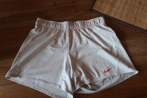 Nike Kurze Sporthose in Gr. M