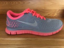 Nike Lady Free 4.0 V2 Laufschuhe Neuwertig