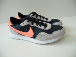 Nike MD Valiant Sneaker in Größe 36, NEU!! Sehr chicer Schuh. NP 44,99 Euro