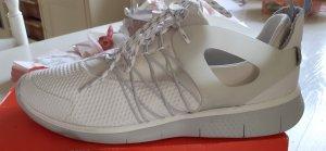 Nike**** Neu und ungetragen!!! Gr. 42