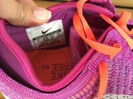 Nike Performance 5.0 in Fuchsia Flash/White hot Lava