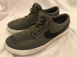 Nike Portmore Ultralight Khaki SB 40 - 25 cm