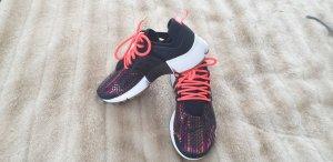 Nike Presto Air Sneaker Gr. 38  schwarz-bunt Neu
