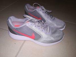 Nike Revolution 3 Gr. 41