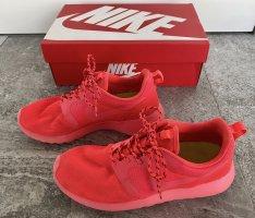 Nike - Roshe Run Neon Pink Reflective