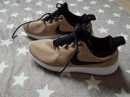 Nike Roshe Run Sneaker beige-gold