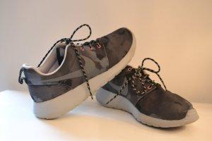 Nike Roshe Sneaker Batik