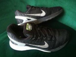 Nike Run Laufschuh Lunarglide 7 Gr. 39