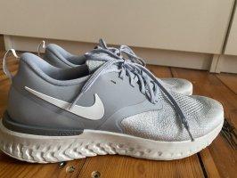 Nike Running Schuhe grau Silber react Odyssey 2 Flyknit