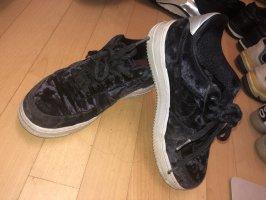 Nike samt sneaker schwarz