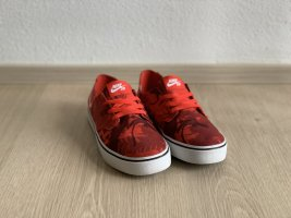 Nike SB Canvas Sneaker Rot Camouflage