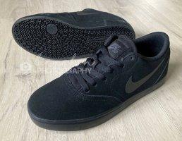 Nike SB check suede black