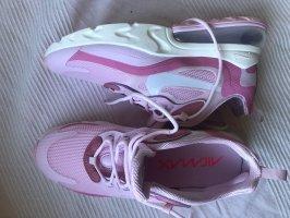 Nike Schuhe 270c