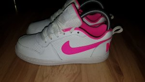 Nike Lace-Up Sneaker white-pink
