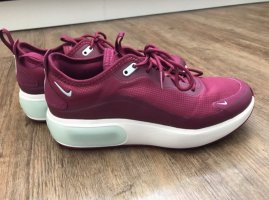 Nike Chaussures à lacets magenta