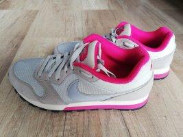 Nike Schuhe Gr 38/39