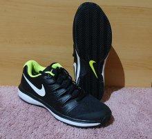 Nike Schuhe Gr 43