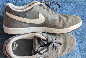 Nike Schuhe - Grau