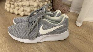 Nike Schuhe Größe 37