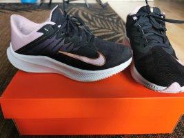 Nike Schuhe Größe 39