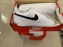 Nike Schuhe Größe 41 & 45 vorhanden