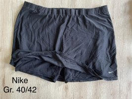 Nike Shorts unter Rock
