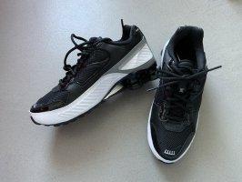 Nike Shox R4 Sneaker Sneakers Schwarz Weiß Gr. 40,5