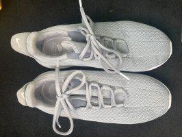 Nike Basket à lacet gris