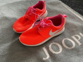 Nike Lace-Up Sneaker salmon-white