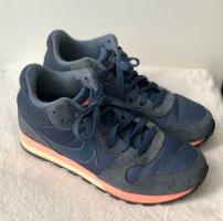 Nike Sneaker Blau Koralle MD Runner
