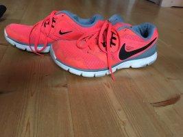 Nike Sneaker Gr. 38