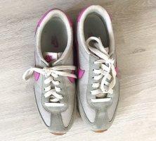 Nike Sneaker Grau/Pink