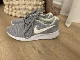 Nike Sneaker Größe 37