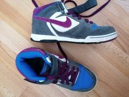 Nike Sneaker lila grau