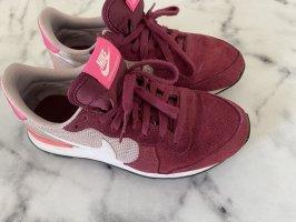 Nike Sneaker // Pink