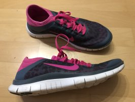 Nike Sneaker Pink/grau mit Leomuster in 38,5