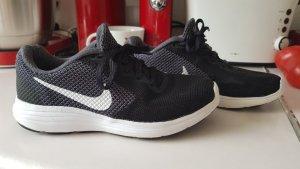 Nike Sneaker Schuhe gr.37.5