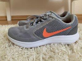 Nike Sneaker Schuhe Größe 38