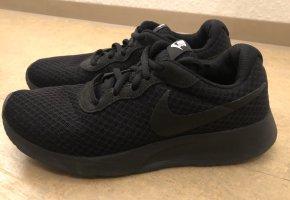 Nike Sneaker (Tanjun)