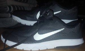 NIKE Sneakers (38) - Like New!