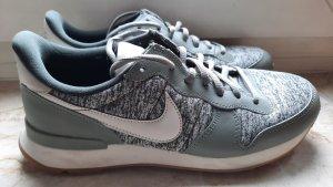 Nike Sneakers fast neu