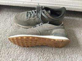 Nike Sneakers Olive Größe 36,5