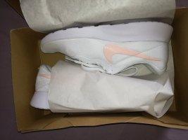 Nike Tanjun NEU