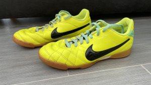 Nike Tempo Hallenschuh