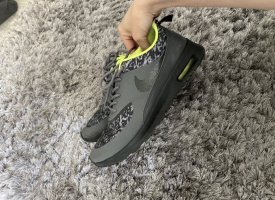 Nike thea grau gelb