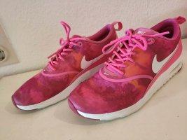 Nike Thea in Pink