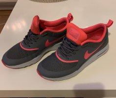 Nike Thea Schihe
