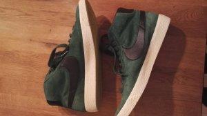 Nike Botas con cordones negro-verde oscuro