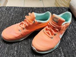 Nike Turnschuhe NEU