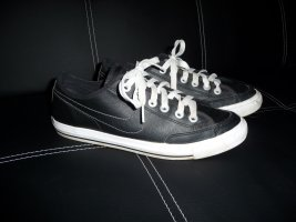 Nike WMNS Nike Go Lederschuhe Größe 40, Ladenpreis 63,97 Euro.